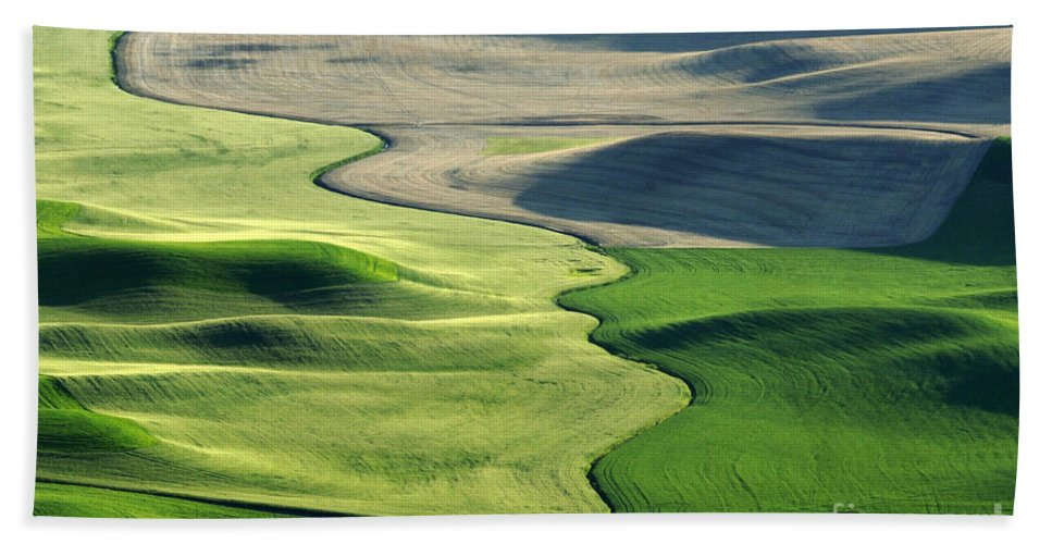 Palouse Hand Towel featuring the photograph The Palouse 2 by Bob Christopher