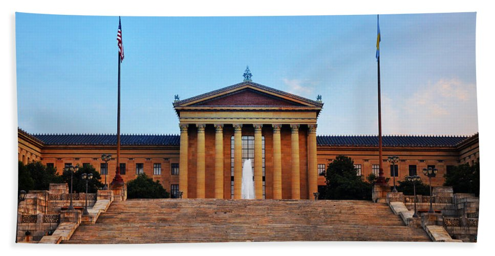 The Philadelphia Museum Of Art Front View Hand Towel featuring the photograph The Philadelphia Museum Of Art Front View by Bill Cannon