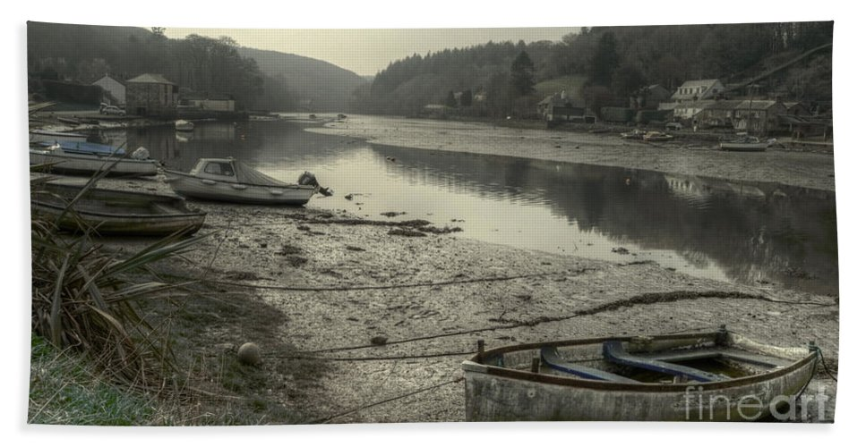 Lerryn Hand Towel featuring the photograph The River Fowey At Lerryn by Rob Hawkins
