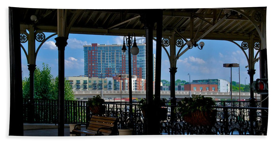 Trainstation Hotel Bath Sheet featuring the photograph The Trainstation In Nashville by Susanne Van Hulst