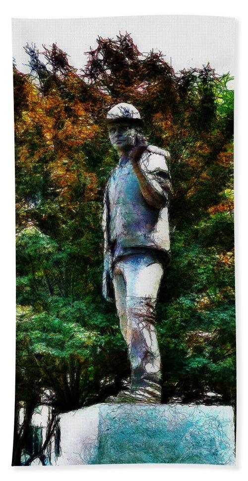 Statue Hand Towel featuring the photograph The Unknown Construction Worker In London by Steve Taylor
