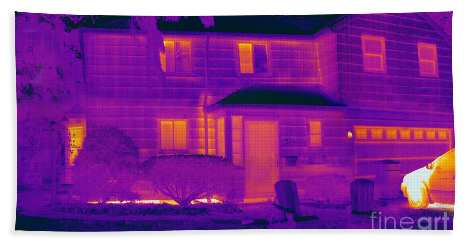 Thermogram Hand Towel featuring the photograph Thermogram Of A Home In Winter by Ted Kinsman