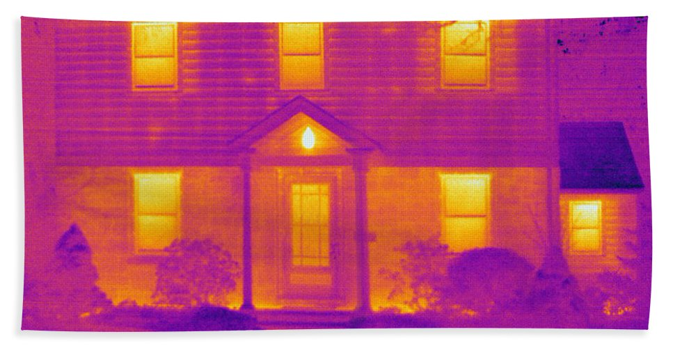 Thermogram Hand Towel featuring the photograph Thermogram Of A House In Winter by Ted Kinsman