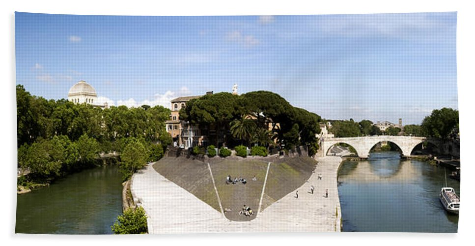 Rome Hand Towel featuring the photograph Tiber Island by Fabrizio Troiani