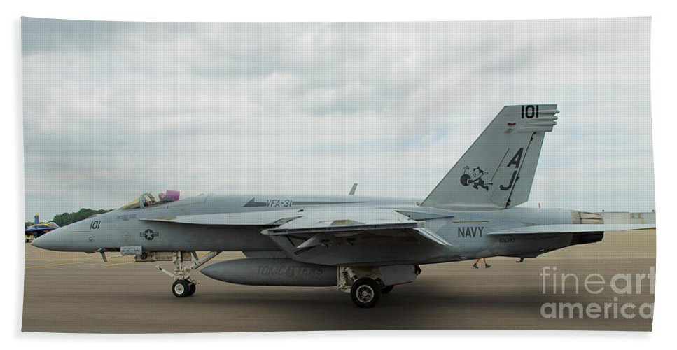 Vf-31 Tomcatters Hand Towel featuring the photograph Tomcatters On Tarmac 4 by Mark Dodd
