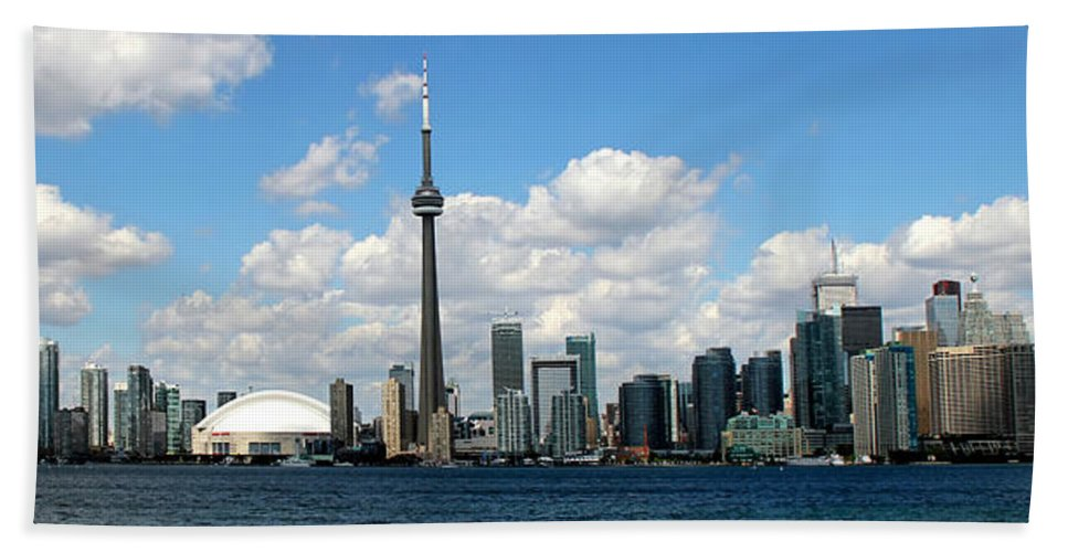 Toronto Skyline Bath Sheet featuring the photograph Toronto Skyline 10 by Andrew Fare