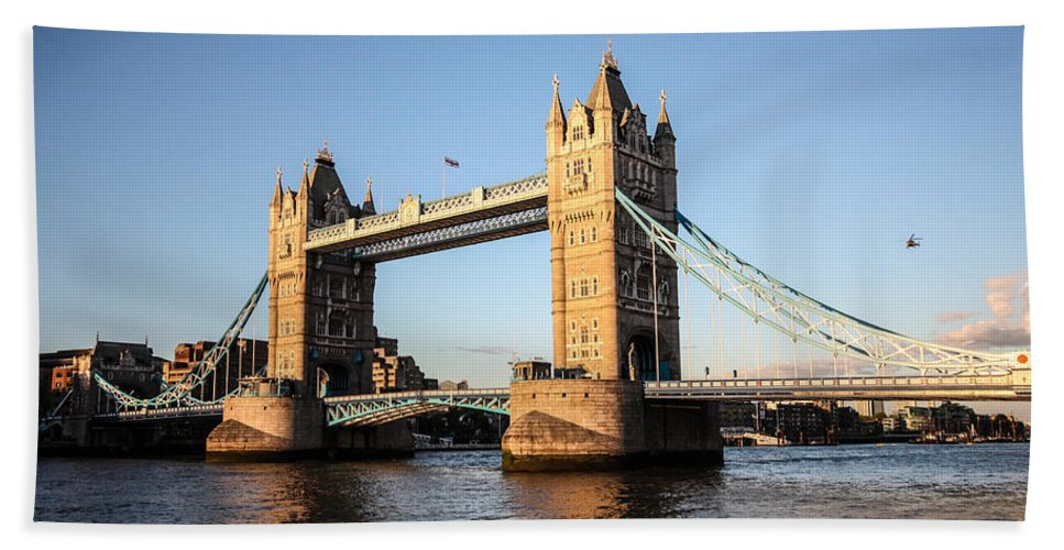 Dawn Oconnor Dawnoconnorphotos@gmail.com Bath Sheet featuring the photograph Tower Bridge And Helicopter by Dawn OConnor