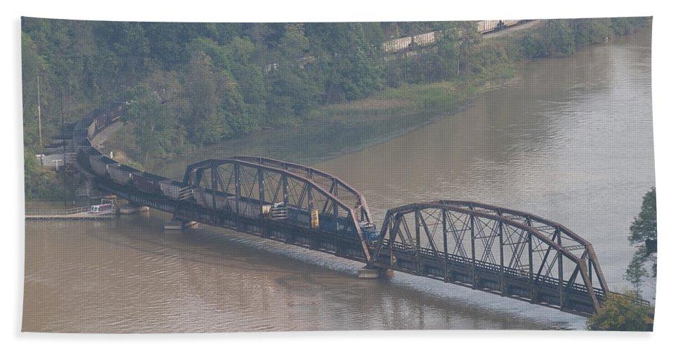 Csx Bath Sheet featuring the photograph Train Along New River 3 by John Brueske