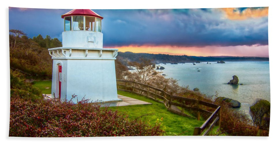 Trinidad Memorial Lighthouse Hand Towel featuring the photograph Trinidad Memorial Lighthouse Morning by Greg Nyquist