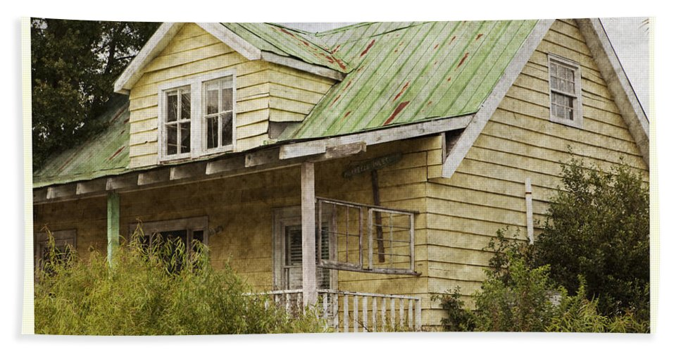 Cottage Hand Towel featuring the photograph Tropical Cottage by John Stephens