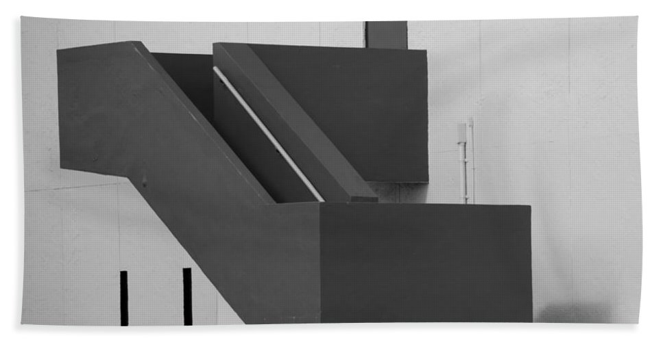 Art Bath Sheet featuring the photograph Truly Nolen Steps In Black And White by Rob Hans
