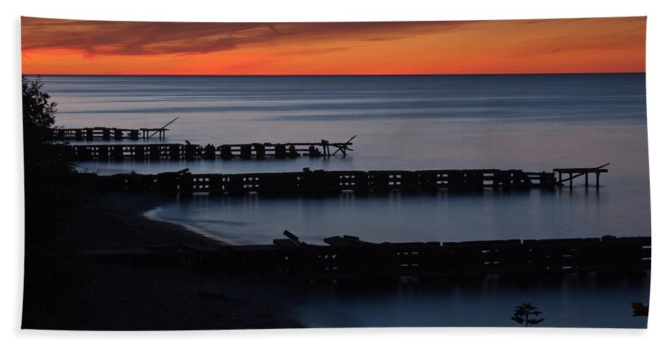 Sunset Hand Towel featuring the photograph Twilight Colors by Dale Kincaid