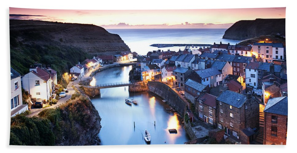 Landscape Hand Towel featuring the photograph Twilight Glow Staithes by Richard Burdon