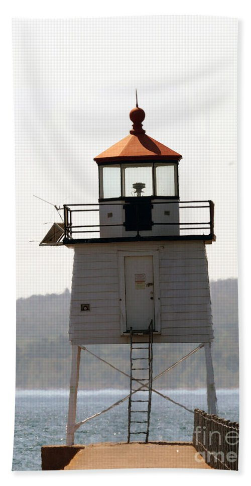 Lighthouses Hand Towel featuring the photograph Two Harbors Lighthouse by Lori Tordsen