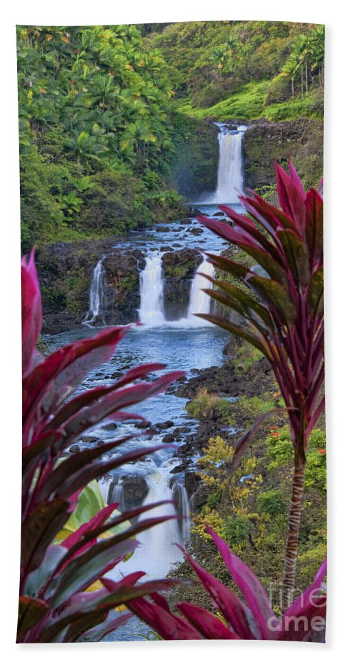 Umauma Falls Hand Towel featuring the photograph Umauma Falls Big Island Hawaii by Gary Beeler