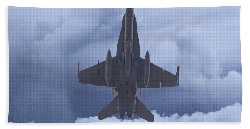 Boeing F/a-18e/f Super Hornet Bath Sheet featuring the photograph Under Belly V2 by Douglas Barnard