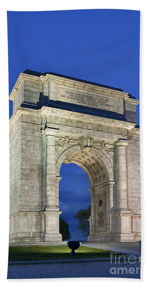 American Revolutionary War Bath Sheet featuring the photograph Valley Forge Memorial Arch by John Greim