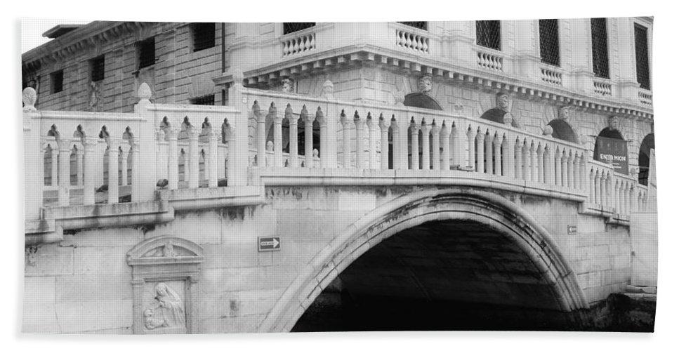 Bridge Bath Sheet featuring the photograph Venice Bridge Bw by Jenny Hudson