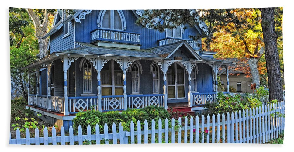 Marthas Vineyard Hand Towel featuring the photograph Victorian Home Marthas Vineyard by Dave Mills