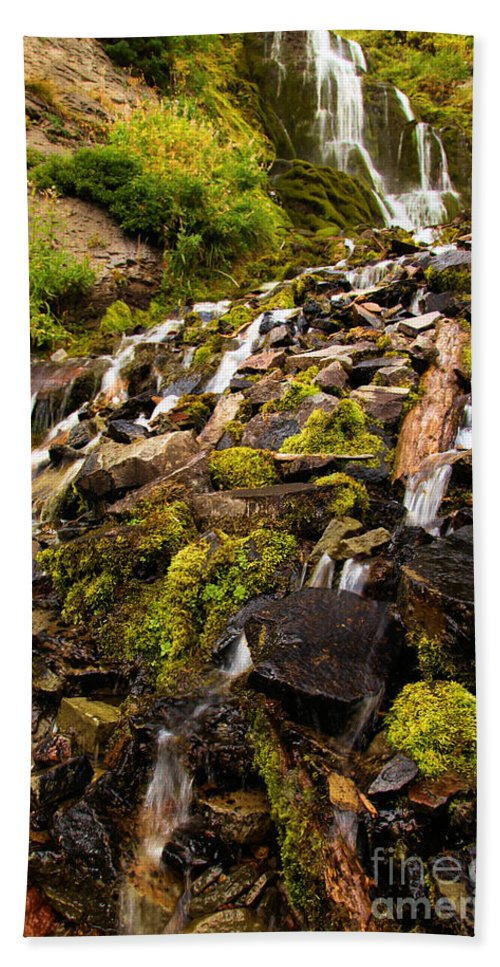 Vidae Falls Hand Towel featuring the photograph Vidae Falls by Adam Jewell