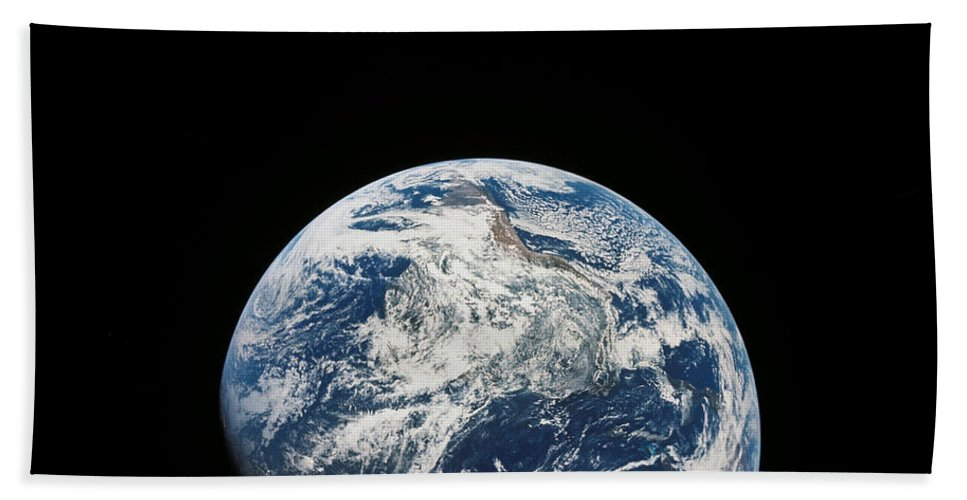 Surface Bath Sheet featuring the photograph View Of Earth Taken From The Aollo 8 by Stocktrek Images
