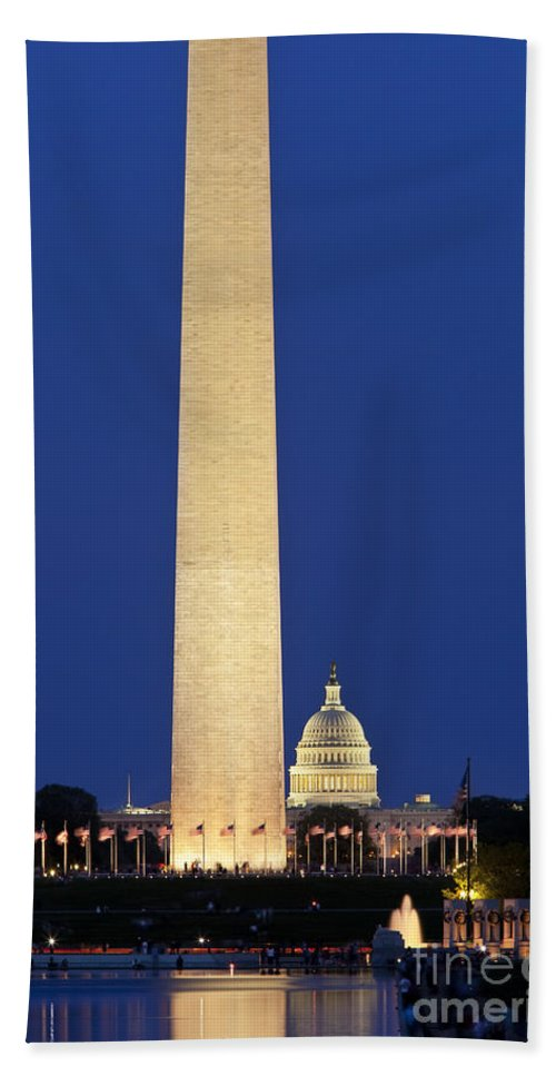Washington Monument Hand Towel featuring the photograph Washington Dc by Brian Jannsen