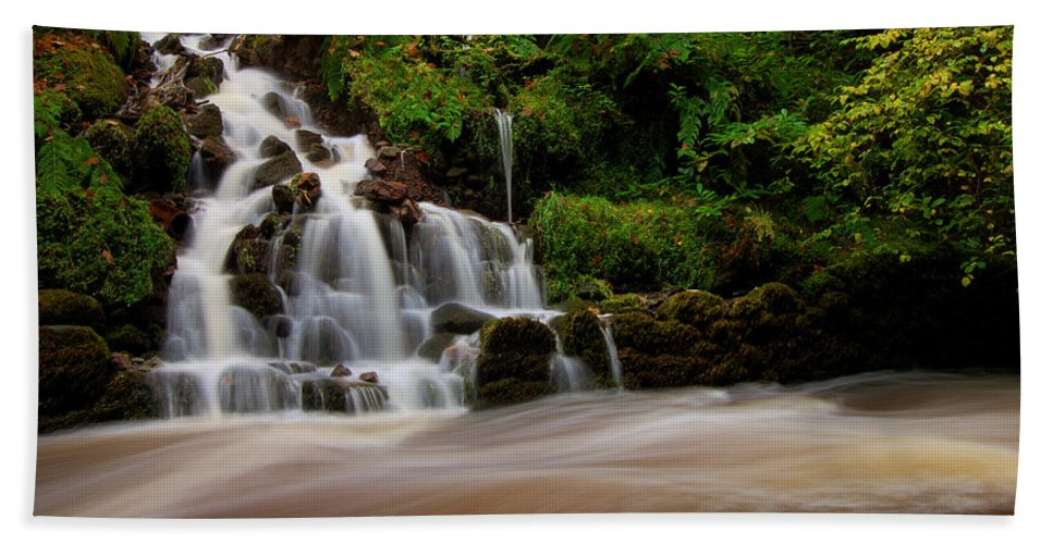 Waterfall Hand Towel featuring the photograph Waterfall by Gavin Macrae
