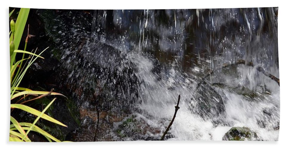 Watersplash Hand Towel featuring the photograph Watersplash In Sunlight by Maria Urso