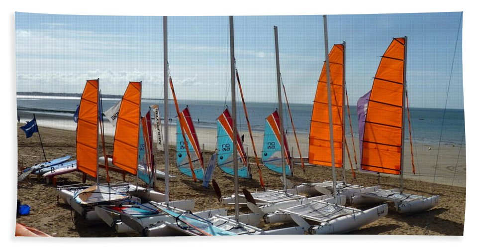 La Baule-escoublac Hand Towel featuring the photograph Watersports In La Baule by Carla Parris