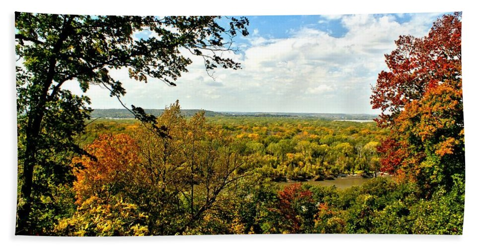 Missouri Hand Towel featuring the photograph Weston Bend Fall Colors by Alan Hutchins