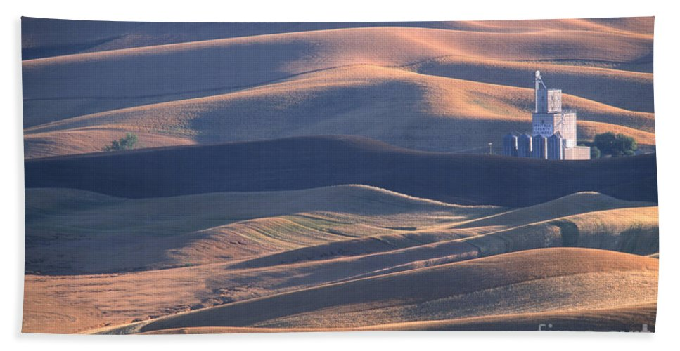 Palouse Hand Towel featuring the photograph Whitman County Granary At Sunset by Sandra Bronstein