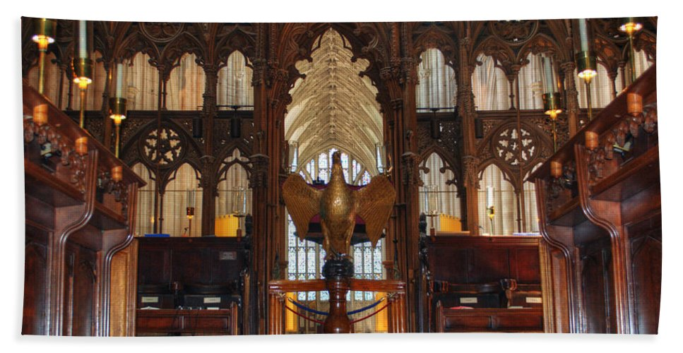 Winchester Cathedral Bath Sheet featuring the photograph Winchester Cathedral Quire by Chris Day