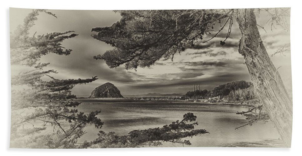 Morro Bay Bath Sheet featuring the photograph Windy Cove Bw by Beth Sargent