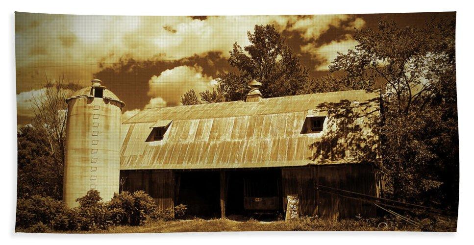 Barn Photographs Bath Sheet featuring the photograph Wisconsin Hay Barn by Ms Judi