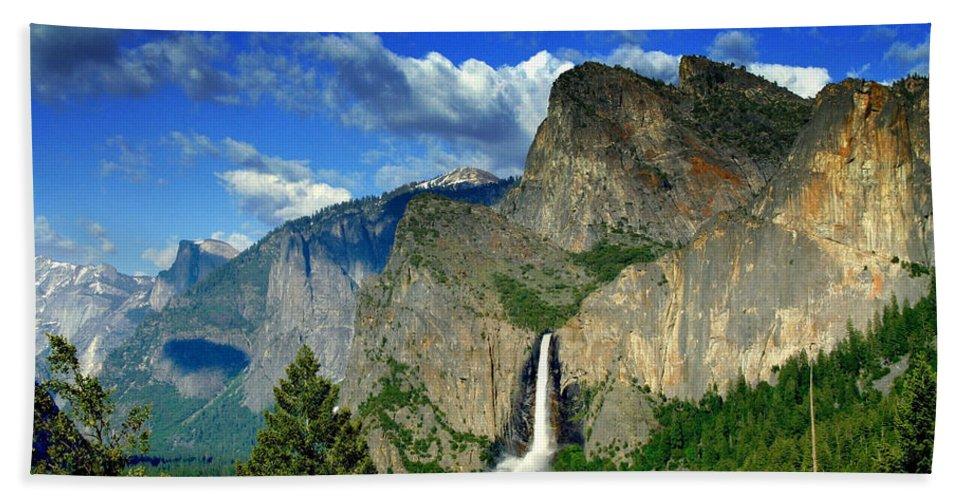 Landscape Bath Sheet featuring the photograph Yosemite Valley by Ellen Heaverlo