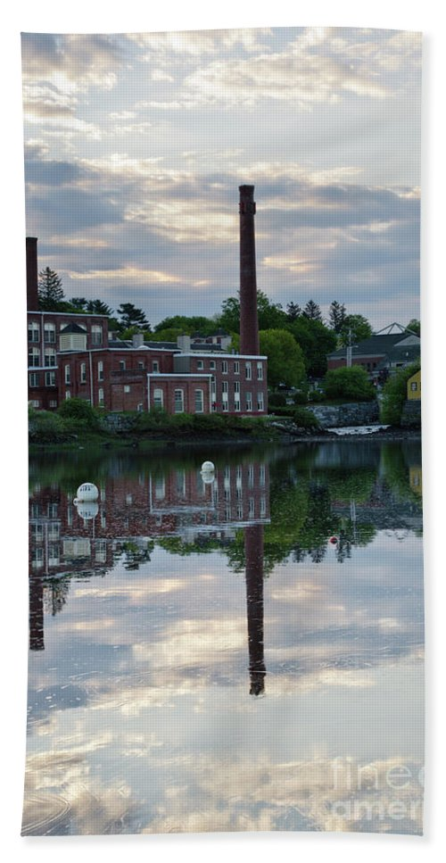 Landscape Bath Towel featuring the photograph Exeter New Hampshire Usa by Erin Paul Donovan