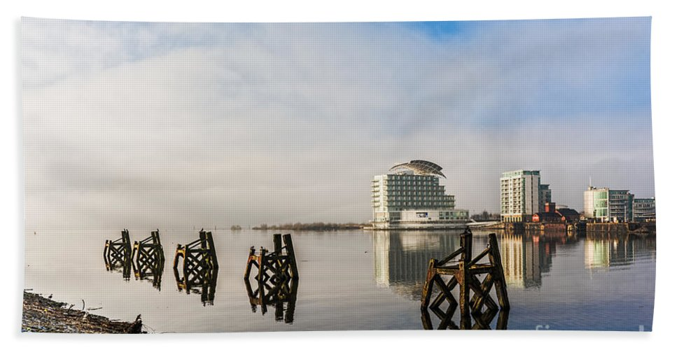 Cardiff Bay Hand Towel featuring the photograph Fog In The Bay 2 by Steve Purnell