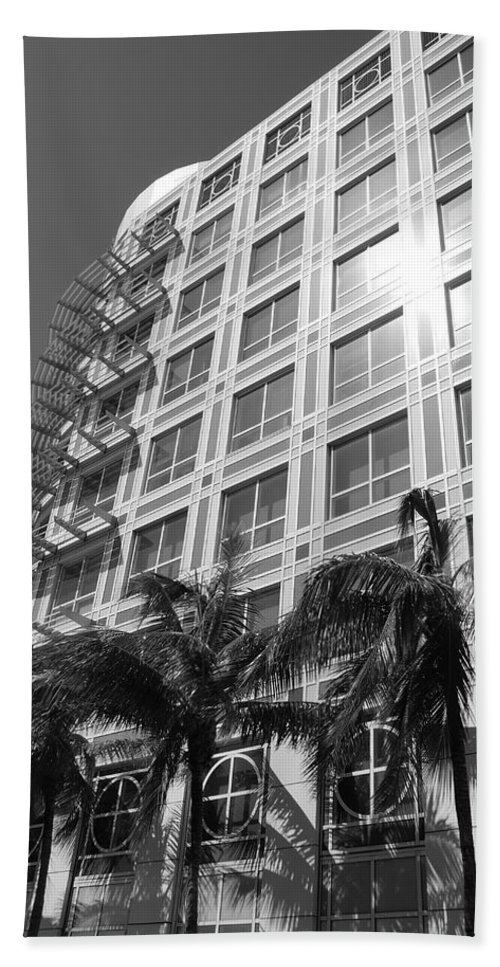 Black And White Bath Towel featuring the photograph Miami House by Rob Hans
