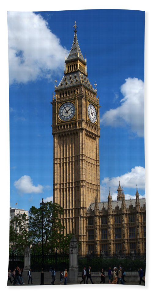 Big Ben Hand Towel featuring the photograph Palace Of Westminster by Chris Day