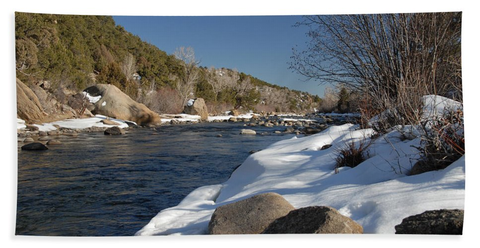 Arkansas River Hand Towel featuring the photograph Winter On The Arkansas by Bill Hyde
