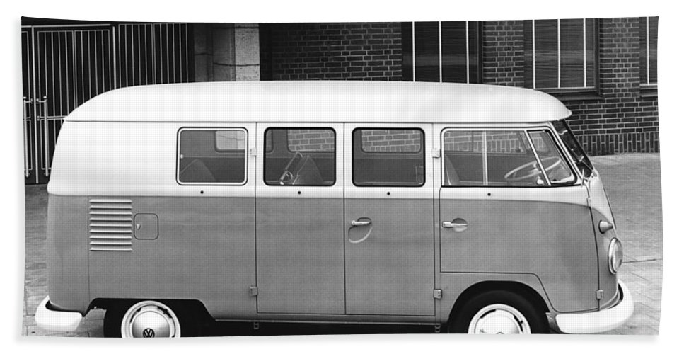 1950s Hand Towel featuring the photograph 1960 Volkswagon Microbus by Underwood Archives