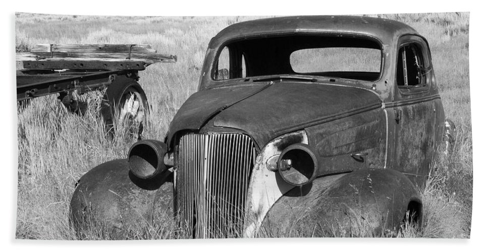 Vintage Cars Hand Towel featuring the photograph A Ride To The Past by Sandra Bronstein