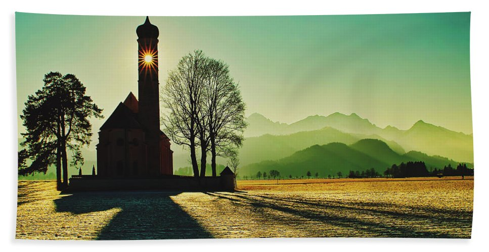 Saint Coloman Hand Towel featuring the photograph A Shining Light by Pixabay