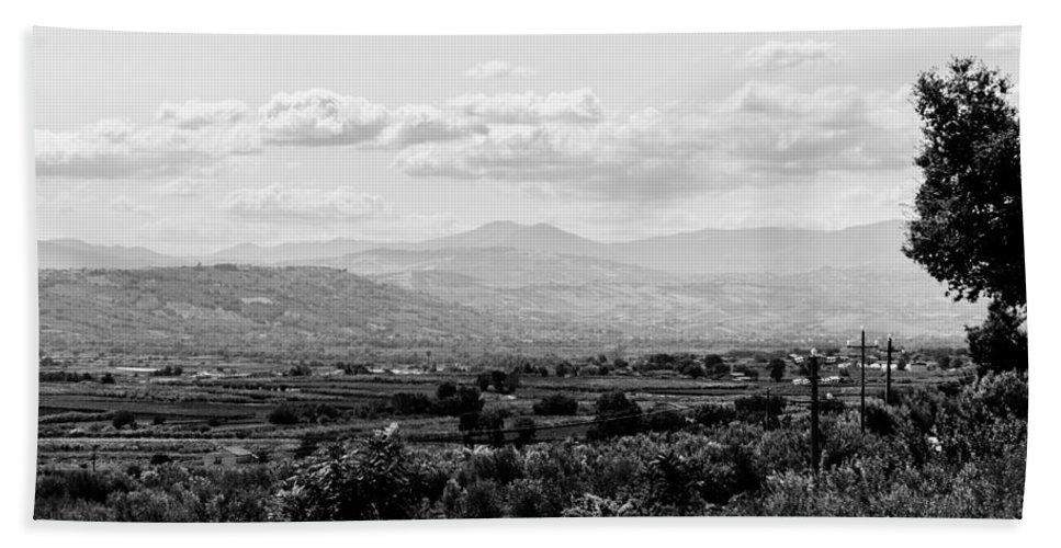 Monochrome Landscapes Bath Sheet featuring the photograph Abruzzo - An Italian Landscape by Andrea Mazzocchetti