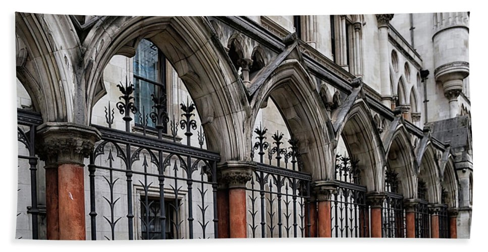 London Hand Towel featuring the photograph Arches Front Of The Royal Courts Of Justice London by Shirley Mitchell