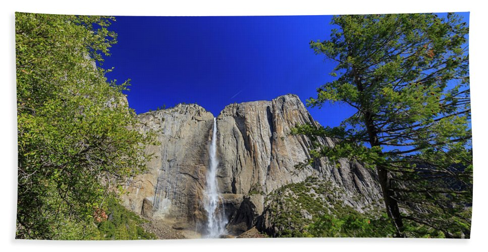 Nps Hand Towel featuring the photograph Beauty Of Yosemite by Chon Kit Leong