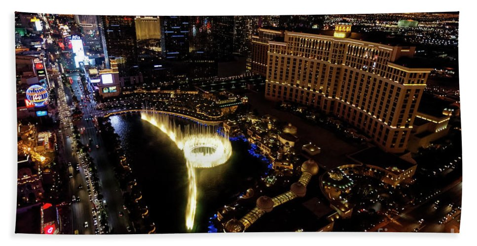 Las Vegas Hand Towel featuring the photograph Bellagio Hotel Fountain, Las Vegas by Sv