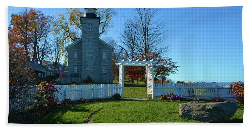 Scenic Hand Towel featuring the photograph Big Sodus Lighthouse by Richard Jenkins