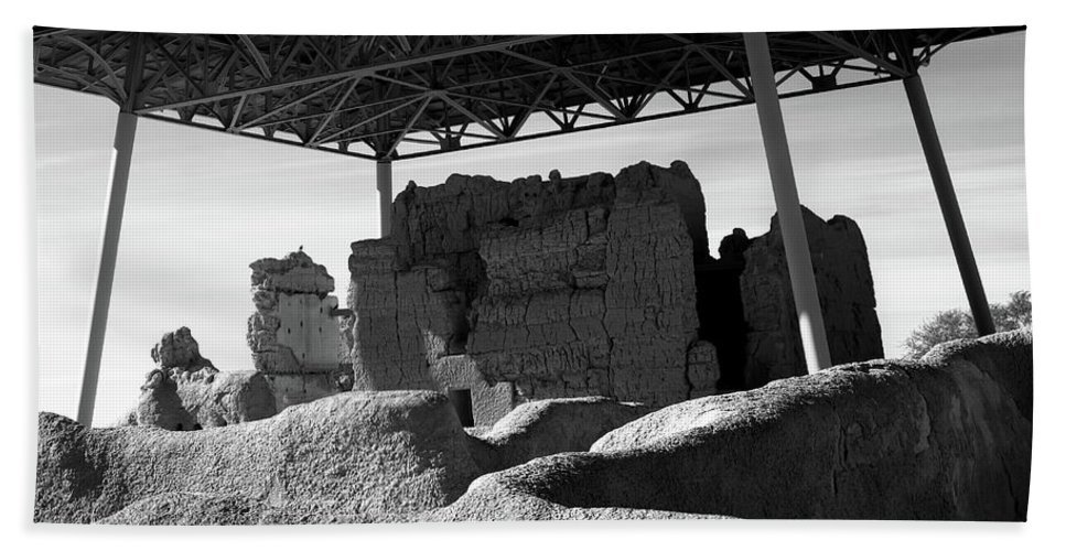 Abandoned Bath Towel featuring the photograph Casa Grande Ruins by Paul Moore