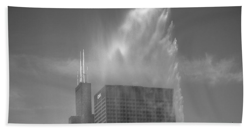 America Hand Towel featuring the photograph Chicago - Buckingham Fountain by Frank Romeo